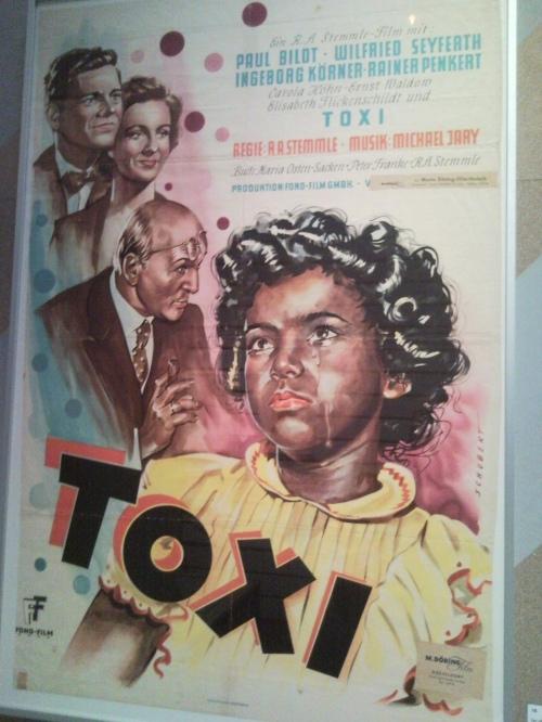 Le film Toxi en 1951 raconte l'histoire d'un enfant de l'Occupation rejetée par ses proches et finalement ramenée aux Etats-Unis par son père africain-américain. Il reflète la réalité d'après guerre en Allemagne. Victimes de discriminations, les métis, enfants de soldats américains finissent par émigrer aux USA.